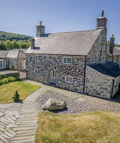 Boltholes and Hideaways Large house Tal Y Bont Uchaf Farm sleeps 25